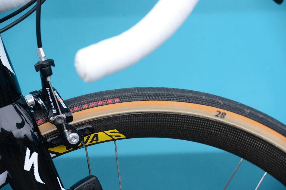 Широкими считаются шины от 28 мм